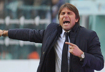 TURIN, ITALY - NOVEMBER 20:  Juventus FC coach Antonio Conte issues instructions during the Serie A match between Juventus FC and US Citta di Palermo on November 20, 2011 in Turin, Italy.  (Photo by Valerio Pennicino/Getty Images)