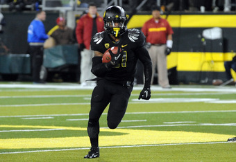 EUGENE, OR - NOVEMBER 19: Running back LaMichael James #21 of the Oregon Ducks looks for some running room in the third quarter of the game against the USC Trojans at Autzen Stadium on November 19, 2011 in Eugene, Oregon. USC won the game 38-35. (Photo by
