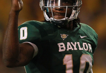 WACO, TX - NOVEMBER 19:  Robert Griffin III #10 of the Baylor Bears at Floyd Casey Stadium on November 19, 2011 in Waco, Texas.  (Photo by Ronald Martinez/Getty Images)