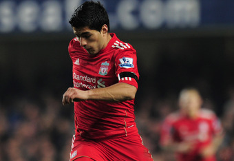 LONDON, ENGLAND - NOVEMBER 20:  Luis Suarez of Liverpool in action during the Barclays Premier League match between Chelsea and Liverpool at Stamford Bridge on November 20, 2011 in London, England.  (Photo by Shaun Botterill/Getty Images)