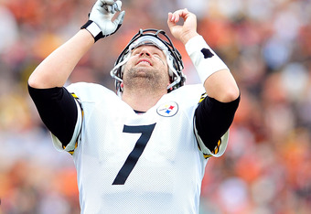 CINCINNATI, OH - NOVEMBER 13:  Ben Roethlisberger #7 of the Pittsburgh Steelers reacts after throwing a touchdown pass against the Cincinnati Bengals during play at Paul Brown Stadium on November 13, 2011 in Cincinnati, Ohio.  (Photo by Grant Halverson/Ge