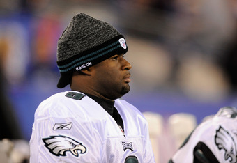 EAST RUTHERFORD, NJ - NOVEMBER 20:  Vince Young #9 of the Philadelphia Eagles looks on from the bench against the New York Giants at MetLife Stadium on November 20, 2011 in East Rutherford, New Jersey.  (Photo by Patrick McDermott/Getty Images)