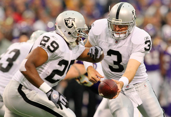 MINNEAPOLIS, MN - NOVEMBER 20:   Carson Palmer #3 of the Oakland Raiders hands off the ball to  Michael Bush #29 against the Minnesota Vikings  on November 20, 2011 at Mall of America Field at Hubert H. Humphrey Metrodome in Minneapolis, Minnesota.  (Phot