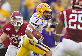 BATON ROUGE, LA - NOVEMBER 25:   Tyrann Mathieu #7 of the LSU Tigers returns a fumble against the Arkansas Razorbacks at Tiger Stadium on November 25, 2011 in Baton Rouge, Louisiana.  The Tigers defeated the Razorbacks 41 to 17.  (Photo by Wesley Hitt/Get