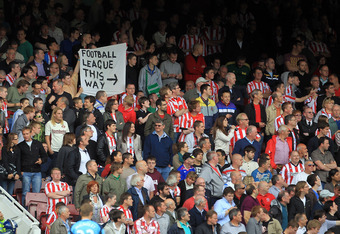 LONDON, ENGLAND - MAY 22:  Sunderland fans send West Ham a message during the Barclays Premier League match between West Ham United and Sunderland at the Boleyn Ground on May 22, 2011 in London, England.  (Photo by David Cannon/Getty Images)
