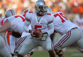 CHAMPAIGN, IL - OCTOBER 15:  Braxton Miller #5 of the Ohio State Buckeyes turns to hand-off against the Illinois Fighting Illini at Memorial Stadium on October 15, 2011 in Champaign, Illinois. Ohio State defeated Illinois 17-7.  (Photo by Jonathan Daniel/