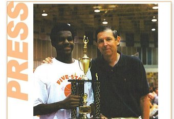Tom Konchalski and LeBron James. Photo from fivestarbasketball.com