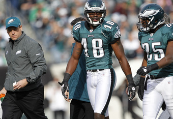 PHILADELPHIA, PA - NOVEMBER 13: Jeremy Maclin #18 of the Philadelphia Eagles walks off the field with LeSean McCoy #25 after Maclin was injured on a play against the Arizona Cardinals during a game at Lincoln Financial Field on November 13, 2011 in Philad