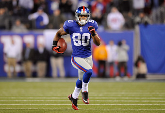 EAST RUTHERFORD, NJ - NOVEMBER 20:  Victor Cruz #80 of the New York Giants runs for yards after the catch against the Philadelphia Eagles at MetLife Stadium on November 20, 2011 in East Rutherford, New Jersey.  (Photo by Patrick McDermott/Getty Images)