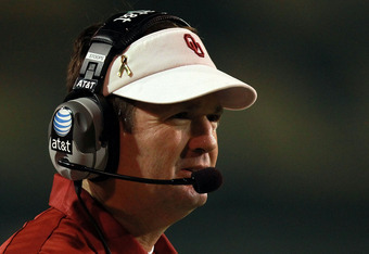 WACO, TX - NOVEMBER 19:  Head coach Bob Stoops of the Oklahoma Sooners at Floyd Casey Stadium on November 19, 2011 in Waco, Texas.  (Photo by Ronald Martinez/Getty Images)