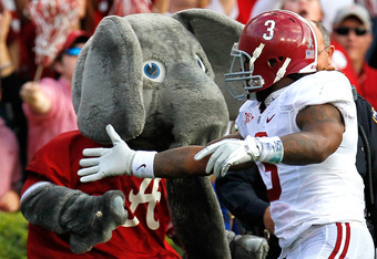 AUBURN, AL - NOVEMBER 26:  Trent Richardson #3 of the Alabama Crimson Tide celebrates his touchdown against the Auburn Tigers with mascot Big Al at Jordan-Hare Stadium on November 26, 2011 in Auburn, Alabama.  (Photo by Kevin C. Cox/Getty Images)