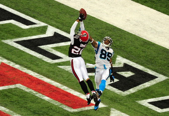 Brent Grimes (Falcons) intercepts a pass intended for Steve Smith (89)