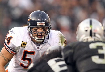 OAKLAND, CA - NOVEMBER 27:  Brian Urlacher #54 of the Chicago Bears in action against the Oakland Raiders at O.co Coliseum on November 27, 2011 in Oakland, California.  (Photo by Ezra Shaw/Getty Images)