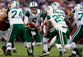 LANDOVER, MD - DECEMBER 04:  Mark Sanchez #6 hands the ball off to Joe McKnight #25 of the New York Jets against the Washington Redskins at FedExField on December 4, 2011 in Landover, Maryland.  (Photo by Rob Carr/Getty Images)