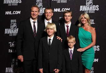 LAS VEGAS, NV - JUNE 22:  Nicklas Lidstrom of the Detroit Red Wings poses with his family as they arrive at the 2011 NHL Awards at the Palms Casino Resort June 22, 2011 in Las Vegas, Nevada.  (Photo by Bruce Bennett/Getty Images)