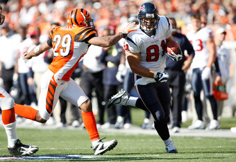 CINCINNATI, OH - OCTOBER 18: Tight end Owen Daniels #81 of the Houston Texans runs with the football as he is pursued by defensive end Leon Hall #29 of the Cincinnati Bengals at Paul Brown Stadium on October 18, 2009 in Cincinnati, Ohio. The Texans defeat