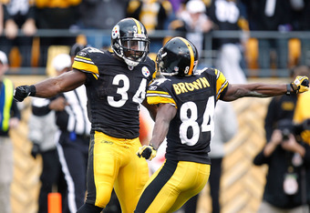 PITTSBURGH, PA - DECEMBER 04:  Rashard Mendenhall #34 of the Pittsburgh Steelers celebrates a second quarter touchdown with  Antonio Brown #84 while playing the Cincinnati Bengals at Heinz Field on December 4, 2011 in Pittsburgh, Pennsylvania.  (Photo by