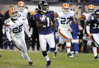 CLEVELAND, OH - DECEMBER 4: Punt returner Lardarius Webb #21 of the Baltimore Ravens returns a punt for a touchdown during the fourth quarter against the Cleveland Browns at Cleveland Browns Stadium on December 4, 2011 in Cleveland, Ohio. The Ravens debat