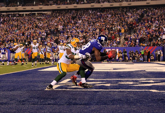 EAST RUTHERFORD, NJ - DECEMBER 04:  Hakeem Nicks #88 of the New York Giants catches a 2-yard touchdown pass in the fourth quarter against Sam Shields #37 of the Green Bay Packers  at MetLife Stadium on December 4, 2011 in East Rutherford, New Jersey.  (Ph