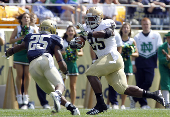 PITTSBURGH, PA - SEPTEMBER 24:  Jonas Gray #25 of the Notre Dame Fighting Irish rushes for a touchdown against the Pittsburgh Panthers during the game on September 24, 2011 at Heinz Field in Pittsburgh, Pennsylvania.  (Photo by Justin K. Aller/Getty Image