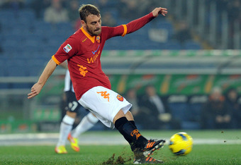 ROME, ITALY - DECEMBER 12:  Daniele De Rossi of Roma in action during the Serie A match between AS Roma and Juventus FC at Stadio Olimpico on December 12, 2011 in Rome, Italy.  (Photo by Giuseppe Bellini/Getty Images)