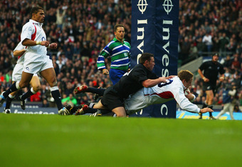 Wilkinson scores his famous try against the All Blacks.