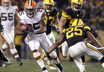 PITTSBURGH, PA - DECEMBER 8:   Chris Ogbonnaya #25 of the Cleveland Browns carries the ball against the Pittsburgh Steelers during the game on December 8, 2011 at Heinz Field in Pittsburgh, Pennsylvania.  (Photo by Justin K. Aller/Getty Images)