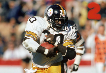 OAKLAND, CA ?? 1984:  Halfback Frank Pollard #20 of the Pittsburgh Steelers carries the ball during a 1984 NFL game against the Oakland Raiders at the Oakland Coliseum in Oakland, California.  (Photo by Rick Stewart/Getty Images)