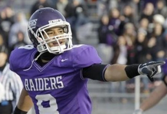 http://www.besoccer.com/picture/mount-union-wide-receiver-jasper-collins-8-points-to-the-crowd-after-catching-touchdown-pass-from-quarterback-matt-piloto-against-bethel-during-the-second-quarter-of-their-ncaa-division-iii-semifinal-college-football-game-in-alliance-ohio-on-saturda_97171