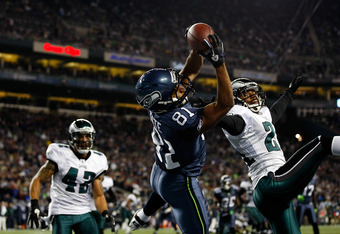 SEATTLE - DECEMBER 01:  Golden Tate #81 of the Seattle Seahawks makes a touchdown catch against Joselio Hanson #21 of the Philadelphia Eagles on December 1, 2011 at CenturyLink Field in Seattle, Washington.  (Photo by Jonathan Ferrey/Getty Images)