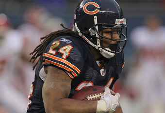 CHICAGO, IL - DECEMBER 04: Marion Barber #24 of the Chicago Bears runs against the Kansas City Chiefs at Soldier Field on December 4, 2011 in Chicago, Illinois. The Chiefs defeated the Bears 10-3. (Photo by Jonathan Daniel/Getty Images)