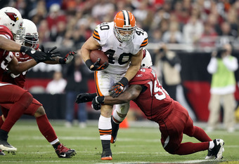 GLENDALE, AZ - DECEMBER 18:  Runningback Peyton Hillis #40 of the Cleveland Browns rushes the football against the Arizona Cardinals during the NFL game at the University of Phoenix Stadium on December 18, 2011 in Glendale, Arizona.  (Photo by Christian P
