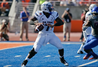 BOISE, ID - OCTOBER 22:  Tim Jefferson Jr. #7 of the Air Force Falcons looks for a receiver against the Boise State Broncos at Bronco Stadium on October 22, 2011 in Boise, Idaho.  (Photo by Otto Kitsinger III/Getty Images)