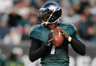 PHILADELPHIA, PA - DECEMBER 18:  Michael Vick #7 of the Philadelphia Eagles drops back for a pass against the New York Jets at Lincoln Financial Field on December 18, 2011 in Philadelphia, Pennsylvania.  (Photo by Patrick McDermott/Getty Images)