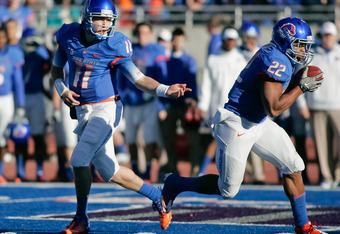 BOISE, ID - NOVEMBER 26: Kellen Moore #11 hands off the ball to Doug Martin #22 of the Boise State Broncos  at Bronco Stadium on November 26, 2011 in Boise, Idaho.  (Photo by Otto Kitsinger III/Getty Images)
