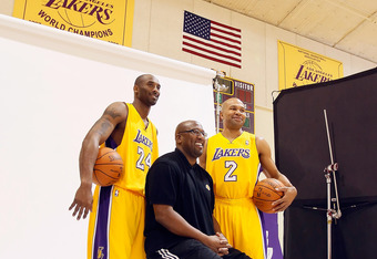 EL SEGUNDO, CA - DECEMBER 11:  (L-R) Kobe Bryant #24, head coach Mike Brown and Derek Fisher #2 pose for a portrait during Los Angeles Lakers Media Day at Toyota Sports Center on December 11, 2011 in El Segundo, California.  (Photo by Jeff Gross/Getty Ima