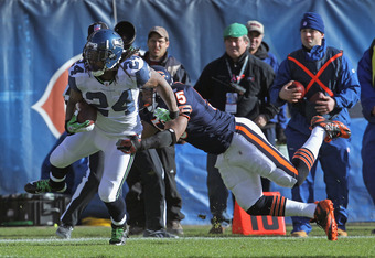CHICAGO, IL - DECEMBER 18:  Marshawn Lynch #24 of the Seattle Seahawks breaks away from Lance Briggs #55 of the Chicago Bears at Soldier Field on December18, 2011 in Chicago, Illinois. The Seahawks defeated the Bears 38-14.  (Photo by Jonathan Daniel/Gett