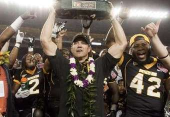 Southern Miss head coach Larry Fedora holds up the 2011 Sheraton Hawaii Bowl trophy on Dec. 24, 2011. (Eugene Tanner/AP)