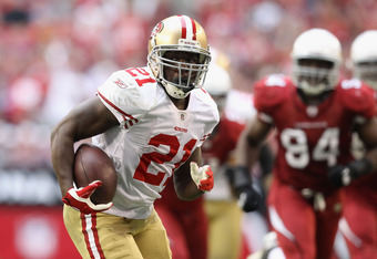 GLENDALE, AZ - DECEMBER 11:  Runningback Frank Gore #21 of the San Francisco 49ers breaks away to score on a 37 yard rushing touchdown against the Arizona Cardinals during the thrid quarter of the NFL game at the University of Phoenix Stadium on December