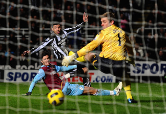 NEWCASTLE UPON TYNE, ENGLAND - JANUARY 05: Leon Best of Newcastle United scores the opening goal past Robert Green of West Ham United during the Barclays Premier League match between Newcastle United and West Ham United at St James' Park on January 5, 201