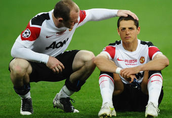LONDON, ENGLAND - MAY 28:  Wayne Rooney of Manchester United (L) comforts teammate Javier Hernandez during the UEFA Champions League final between FC Barcelona and Manchester United FC at Wembley Stadium on May 28, 2011 in London, England.  (Photo by Laur