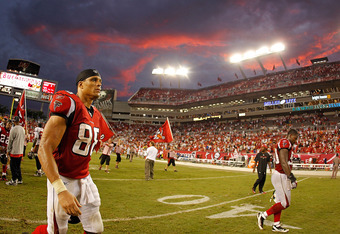 TAMPA, FL - SEPTEMBER 25:  Tony Gonzalez #88 of the Atlanta Falcons walks off the field after a loss to the Tampa Bay Buccaneers at Raymond James Stadium on September 25, 2011 in Tampa, Florida.  (Photo by Mike Ehrmann/Getty Images)