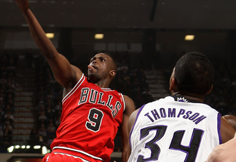 SACRAMENTO, CA - DECEMBER 29:  Luol Deng #9 of the Chicago Bulls shoots the ball during their game against the Sacramento Kings at Power Balance Pavilion on December 29, 2011 in Sacramento, California. NOTE TO USER: User expressly acknowledges and agrees