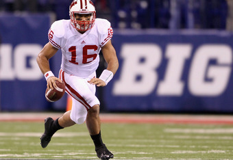 INDIANAPOLIS, IN - DECEMBER 03:  Russell Wilson #16 of the Wisconsin Badgers runs with the ball in the fourth quarter against the Michigan State Spartans during the Big 10 Conference Championship Game at Lucas Oil Stadium on December 3, 2011 in Indianapol