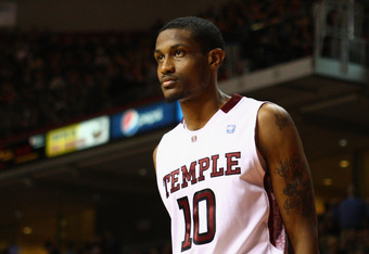 PHILADELPHIA, PA - DECEMBER 10:  Ramone Moore #10 of the Temple Owls looks on against the Villanova Wildcats at the Liacouras Center on December 10, 2011 in Philadelphia, Pennsylvania.  (Photo by Chris Chambers/Getty Images)