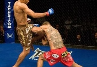 Aldo finishing Cub Swanson with a Double Flying Knee