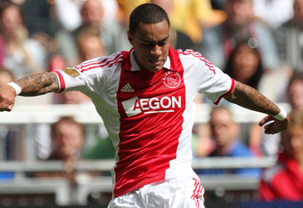 Gregory van der Wiel could alleviate Chelsea's right back pains.