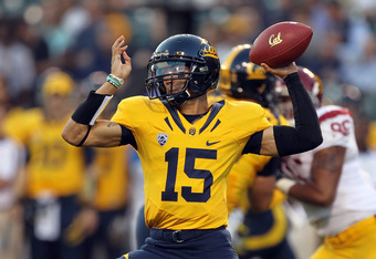 SAN FRANCISCO, CA - OCTOBER 13:  Zach Maynard #15 of the California Golden Bears passes the ball against the USC Trojans at AT&T Park on October 13, 2011 in San Francisco, California.  (Photo by Ezra Shaw/Getty Images)