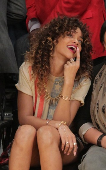 http://cdn.bleacherreport.net/images_root/article/media_slots/photos/000/298/047/Rihanna-Lakers.4-359x575_original.jpg?1326126981