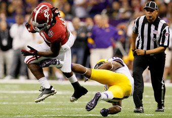 NEW ORLEANS, LA - JANUARY 09:  Eddie Lacy #42 of the Alabama Crimson Tide runs with the ball against Brandon Taylor #18 of the Louisiana State University Tigers during the 2012 Allstate BCS National Championship Game at Mercedes-Benz Superdome on January